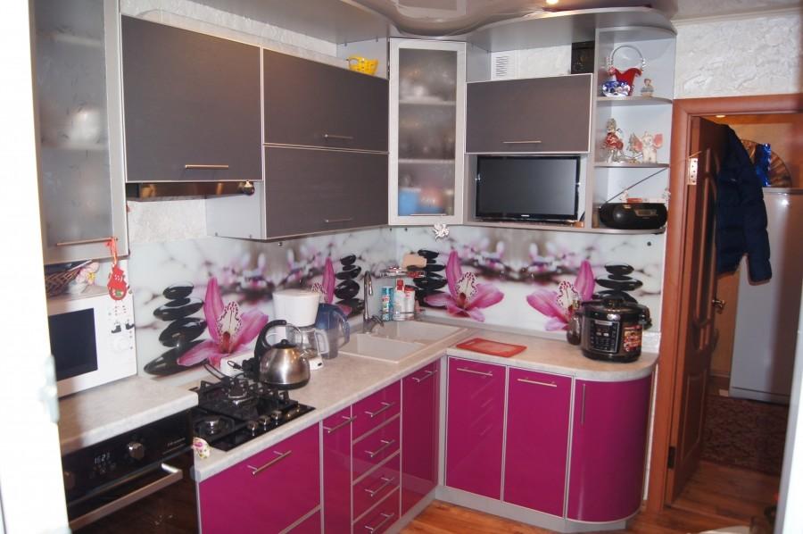 Кухня цветы розовая