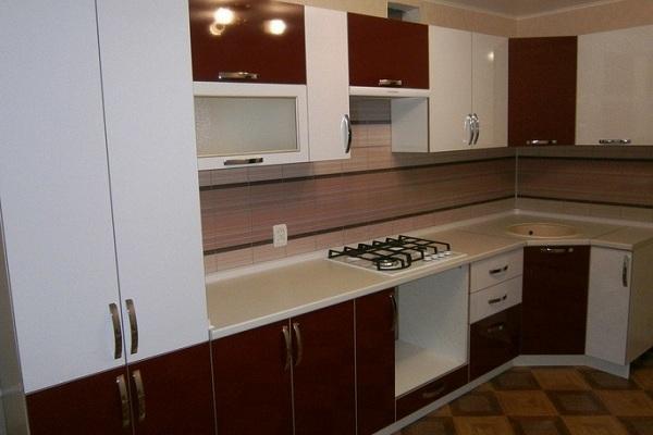 Кухня бело темно красная