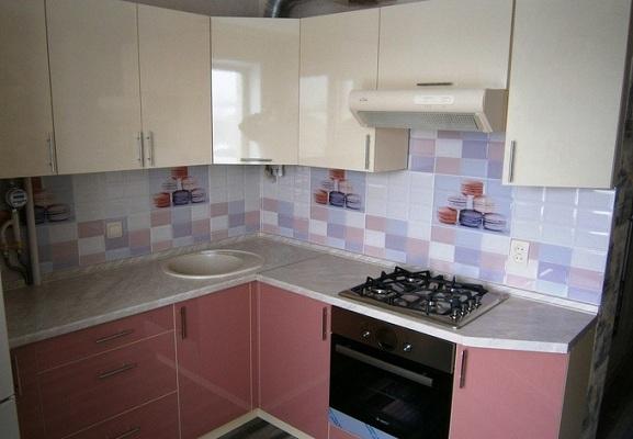 Кухня с картиной плитка
