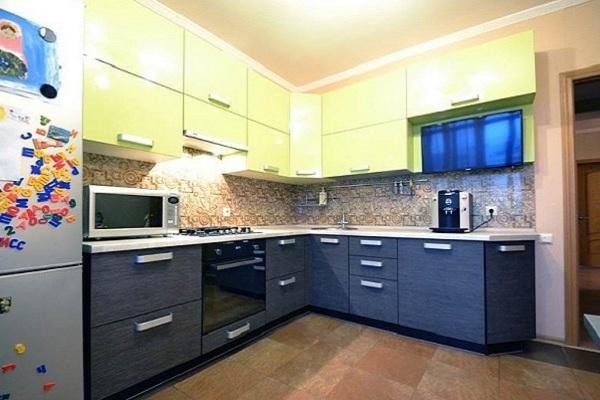 Желто-синяя кухня