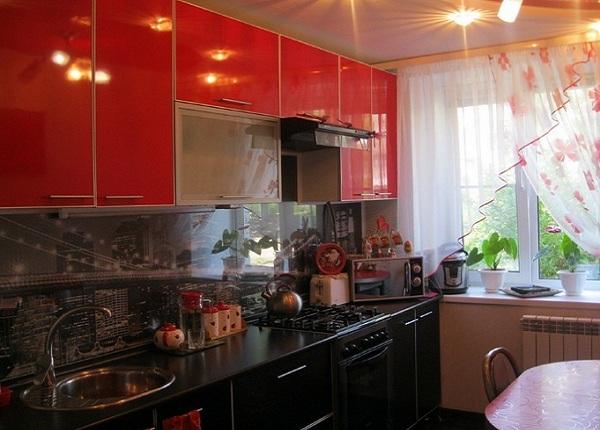 Кухня возле окна цена