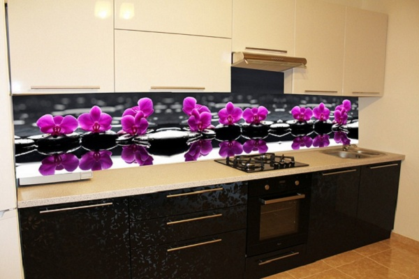 Цветы - рисунок на кухне