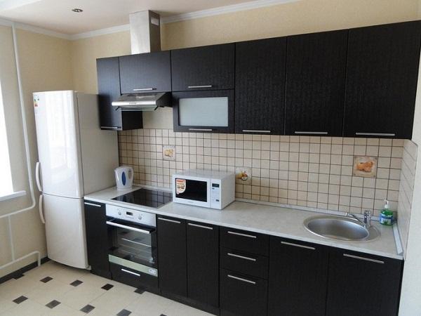 Кухня черная плитка