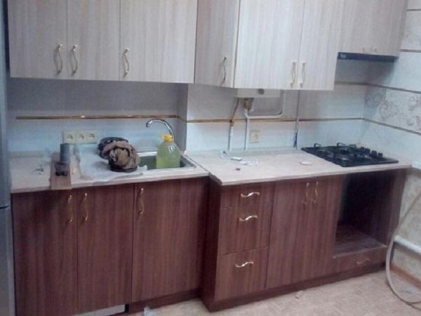 Кухня для неровной стены