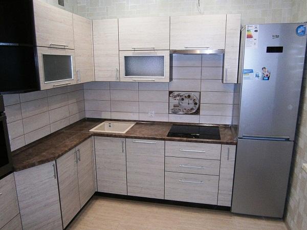 Кухня угол холодильник