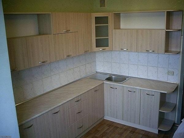 Угловая кухня плитка