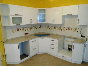 кухня с угловой раковиной