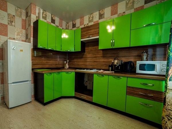 Угловая зеленая мебель для кухни