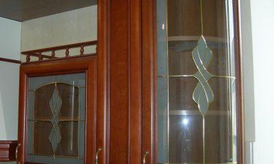 Навесной шкаф со стеклом